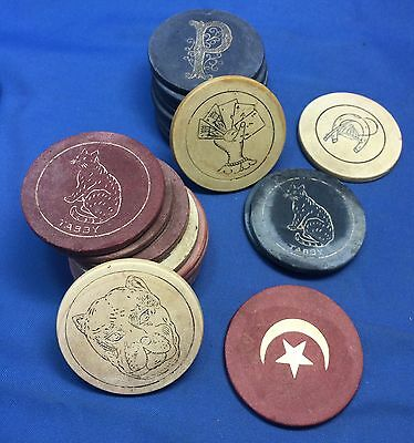 LOT 25 Vintage Original CLAY POKER CHIPS Tabby CAT Cards DOG Horseshoe P