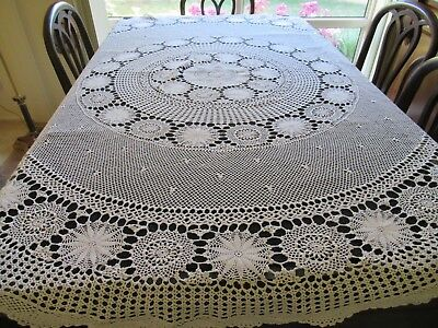 Vintage white ROUND CROCHETED TABLECLOTH 168 cms all-over pattern scalloped edge