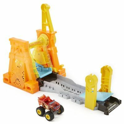 Blaze and the Monster Machines Light & Launch Hyper Loop Play Set Spielset DTK34