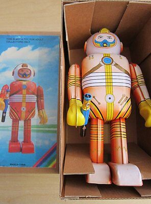 Tin Toy Space Toy Roboter Weltraumspielzeug MS 300 OVP 23 cm