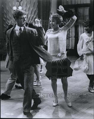 1973 Press Photo James Fox and Julie Andrews in Thoroughly Modern Millie