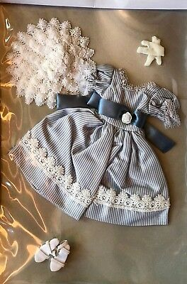 Tiny Kitty Collier    'perfect Summer Day '    Mint On Card, New Outfit Only