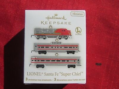 NIB Hallmark Lionel Miniature Santa Fe Super Chief Locomotive Train Ornament Set
