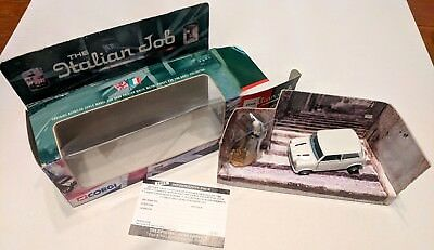 Vintage 2000 Corgi 04441 Italian Job white diecast mini w/ figure & gold bars