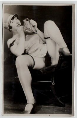 CHEEKY WOMAN SPRAWLING NUDE ON CHAIR / AKTFOTO * Vintage 20s French Risque Photo