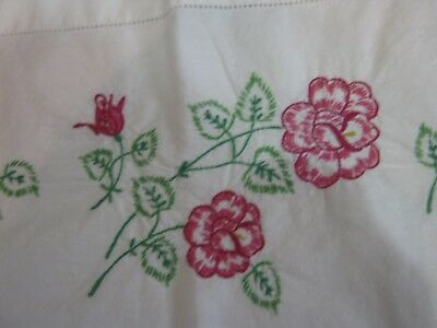 VINTAGE EMBROIDERED LEAVES Flowers Pillowcase Pair Set Linens
