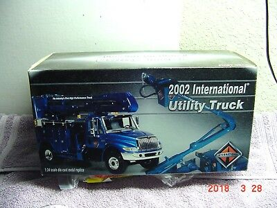 First Gear 2002 International Utility Bucket Truck, 1/34. Diecast