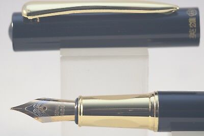 3019 Fine Fountain Pen New Luxury Hero No Black Lacquer with Gold Inlayed Trim