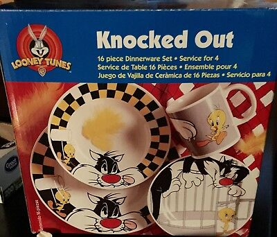1998 Looney Tunes Knocked Out Tweety & Sylvester 16 pc. Dinnerware Set - Mint