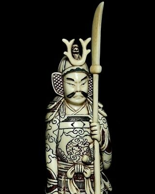 Superb Okimono depicting a Japanese Samurai in arms (19th Century) Excellent co