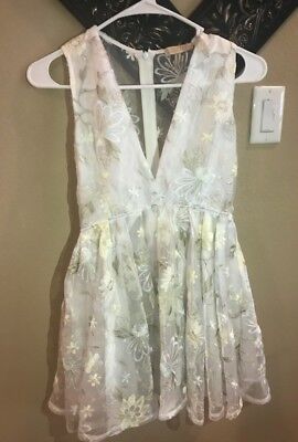 Lurelly Diana formal dress size 0 1 white short floral prom plunging neckline