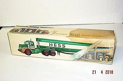 HESS 1968  truck TANKER in box real CLEAN  truck , LIGHTS WORK but box has stain