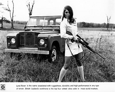 1969 ? Land Rover 88 Hardtop & Model with Rifle Factory Photo cb0413