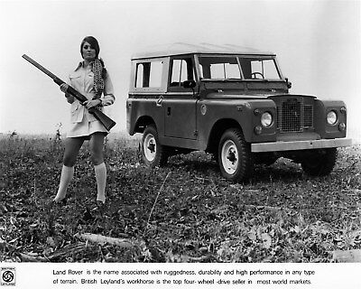 1969 ? Land Rover & Model with Rifle Factory Photo cb0412