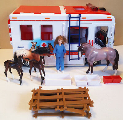 Breyer MOBILE VET CLINIC with LIGHTS & SOUNDS and VET and 4 HORSES and FENCING +