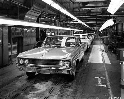 1963 Oldsmobile Factory Assembly Line Factory Photo cb0924
