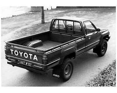 1985 Toyota 2.4D 4WD Diesel Pickup Truck Factory Photo cb0913