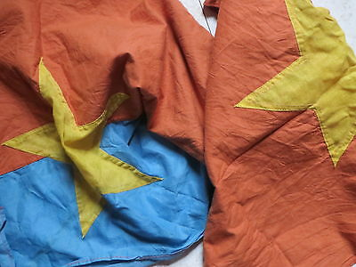 2 flags , NATIONAL LIBERATION FRONT , VIETCONG ,  Battle Flag  ,  battle