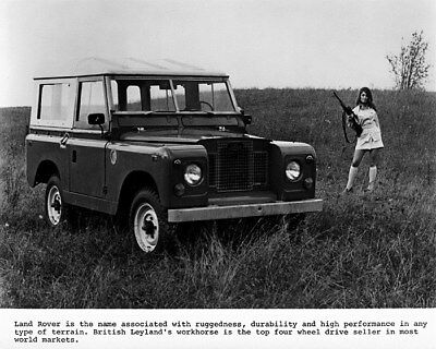 1969 ? Land Rover 88 Hardtop & Model with Rifle Factory Photo cb1054