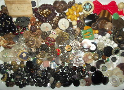 Antique Metal Button Lot 2.5 Pounds Variety Of Metal Glass Pearl Plastics Horn
