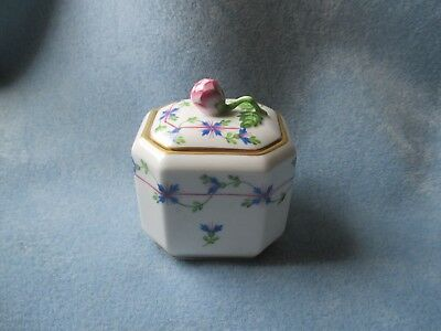 Herend Hungry Blue Garland Pattern Trinket  Box With Rose Bud Finial No Reserve