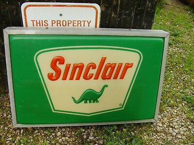 VINTAGE SINCLAIR BOXED SIGN ,  37 INCHES X 24 INCHES X 7 INCHES, nice condition.