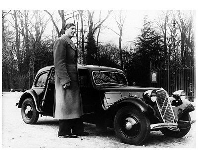 1938 ? Citroen Traction Avant and Giant Man Factory Photo cb1171
