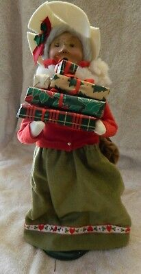 """Byers' Choice Caroler Woman Traditional Shopper 1997 14"""" signed base W/ gifts"""