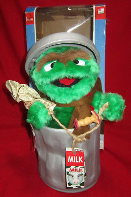 Sesame Street Oscar Grouch in Can Animated Telco Motionette Christmas Figure