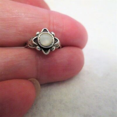 Vintage Silver Mother of Pearl Flower Ring Signed OX Sz  2.75