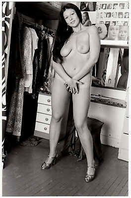"CHUBBY NUDE MODEL ARTIST'S WARDROBE / ÜPPIGE NACKTE * Vintage 60s ""L"" US Photo"