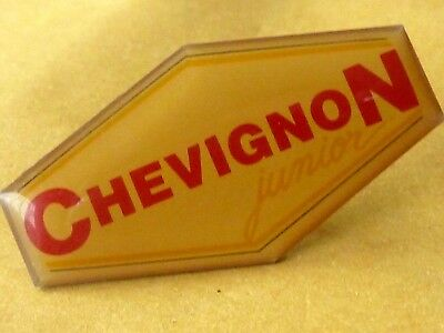 Pin's Pin Badge Parfum Chevignon Junior