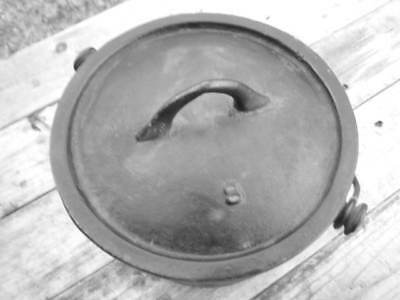 Cast iron cooking pot (8 in.)