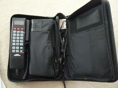 Motorola Cell mobile & Carry Phone & battery charger in case