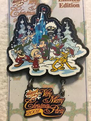 Disney WDW 2002 Mickey's Very Merry Christmas Party Fab 5 In The Snow Dangle Pin