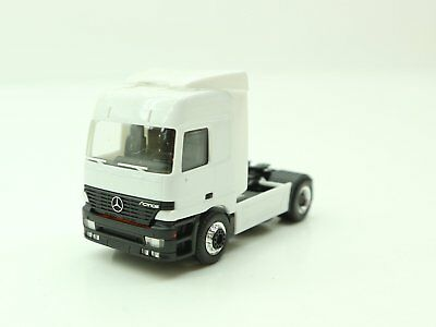 1:87 - HERPA - MB ACTROS - Zugmaschine  / 2 T 719