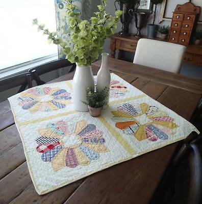 """Summer Cottage Home Yellow &White VINTAGE 30s Dresden Plate Table Crib Quilt 31"""""""