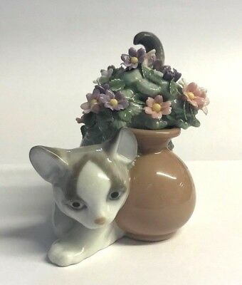"Lladro ""Secret Spot"" Cat & Flowers #6566"