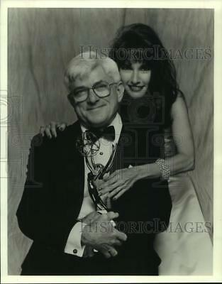 1992 Press Photo Phil Donahue And Susan Lucci Host The Daytime Emmy Awards