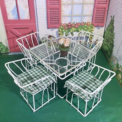 DELIGHTFUL WHITE METAL PATIO TABLE & CHAIRS Dollhouse Furniture 1:12