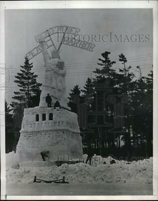 1942 Press Photo Snow structure of Statue of Liberty 73 ft high Grayling, Mich