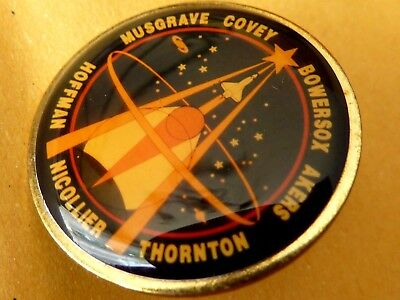 Pin's Pin Badge Avion Aerospatiale  Musgrave Covey Bowersox Akers Thornton