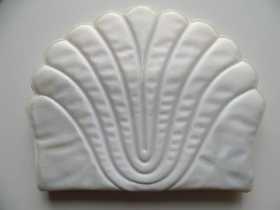 Vintage Shell Shaped Plastic Toiletry Fold Out Case Thin Cosmetics Organizer GVC