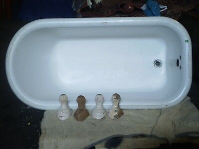 ANTIQUE 5' CAST IRON BATHROOM TUB w/ BALL CLAW FEET