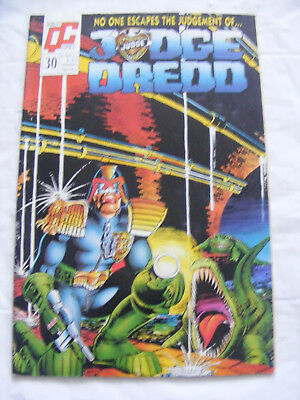 JUDGE DREDD Comic - No 30 - Quality Comics - 2000AD
