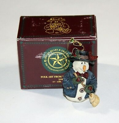 BOYDS BEARS Willie w/ Broom Christmas Ornament, NIB!!  ($9.50)