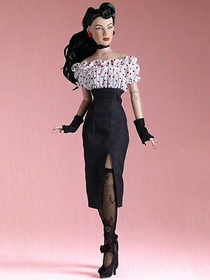 "LE200  Tonner 2015 Convention Re-imagination Maxine 16"" Doll T15RTSD01 NRFB NEW"