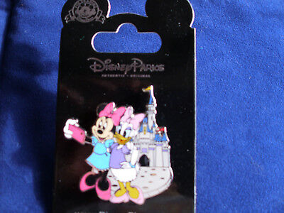 Disney * MINNIE & DAISY * Selfie at MK Castle * New on Card Trading Pin