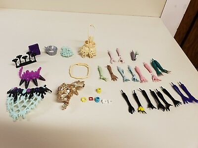 MONSTER HIGH HUGE LOT OF REPLACEMENT BODY PARTS HANDS ARMS Tail 50+ PIECES Plus