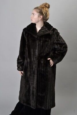 Elegant Ladies' 1970s' s16 Faux Fur Coat. Ref GNU